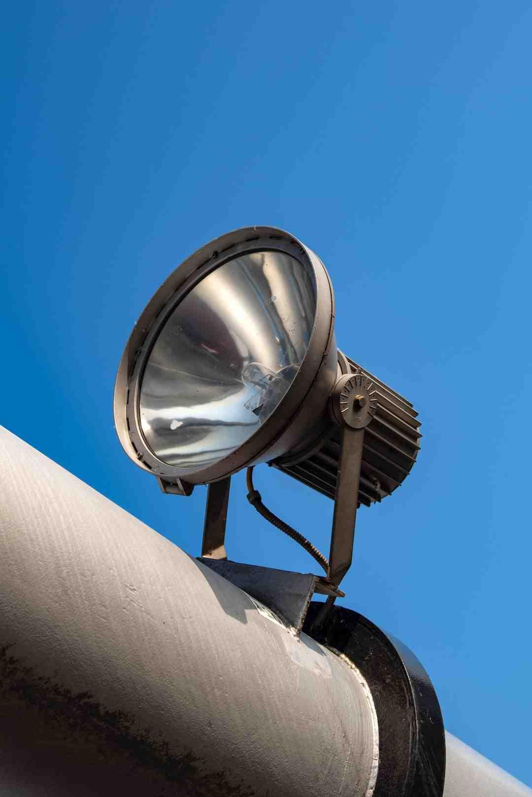 Pourquoi une lampe LED clignote-t-elle?